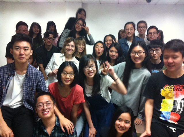 Journalism professor Anne McNeilly and students at Jinan University.
